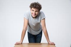 Situación joven feliz del estudiante masculino Foto de archivo