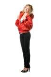 Situación rubia joven en chaqueta roja Fotos de archivo