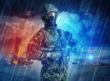 Situaci?n armada del soldado en el medio de la tormenta del polvo ilustración del vector