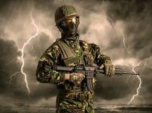 Situaci?n armada del soldado en un tiempo indeterminado stock de ilustración