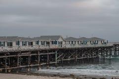 Situado a la derecha entre la playa y La Jolla, playa pacífica de la misión o como alguno tenga gusto de llamarla el filamento, fotos de archivo libres de regalías