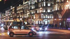 Sityscape-Zeitspanne der Abend-Stadt mit Auto-Verkehr stock footage