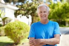 Sitz, Active, älterer Mann draußen Lizenzfreies Stockbild