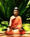Sitz-Buddha-Orangen-Robe Stockbild