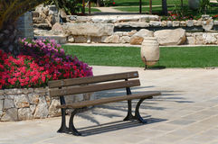 Sitz in einem Garten Lizenzfreies Stockbild