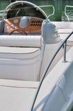 Sitz- und Basissteuerpult eines Bootes Lizenzfreies Stockbild