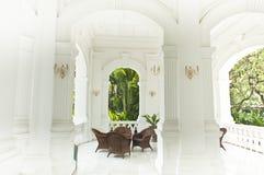 Sitzbereich in den Raffles Hotel, Singapur Stockfotos