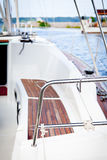 Sitze auf Segelboot Stockbild