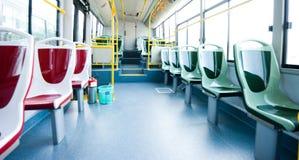 Sitze in einem Bus Stockfotos