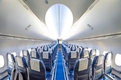 Sitze in einem Flugzeuggang Lizenzfreies Stockbild
