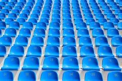 Sitze in einem Stadion Stockfoto