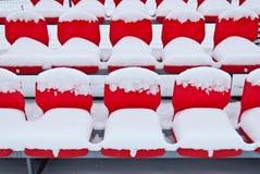 Sitze im Schnee stockfoto