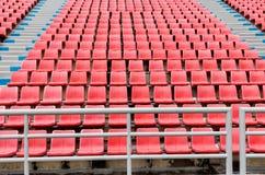 Sitze im Sportstadion Stockfoto