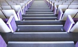 Sitze im Theater Stockfotos