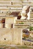 Sitze im Theater von Dionysus in Athen, Griechenland Lizenzfreies Stockfoto