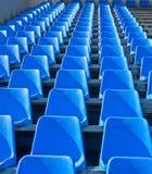 Sitze sind auf dem Stadion leer Stockfotos
