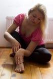 Sitzen auf dem Boden Stockbild