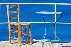 Sitzen auf dem Dock der Bucht Lizenzfreies Stockbild