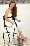 Sitzen auf Wasser Stockfoto