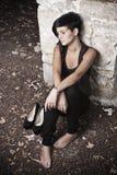 Sitzen der jungen Frau Stockfoto