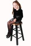 Sitzen des kleinen Mädchens. stockfoto