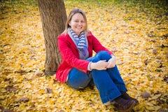 Sitzen Sie mit mir unter dem Baum Lizenzfreies Stockfoto