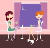 Sitzen und Unterhaltung mit zwei Mädchen Lizenzfreie Stockfotos