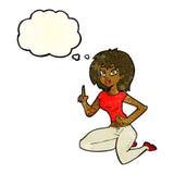 sitzende Frau der Karikatur mit Idee mit Gedankenblase Stockfotografie