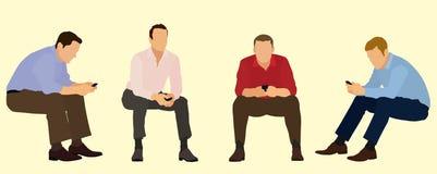 Sitzende Geschäftsmänner unter Verwendung der Handys Stockfotos