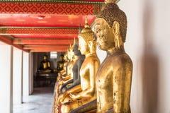 Sitzende Statue Buddhas - Thailand Stockfotos