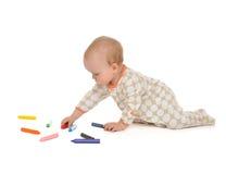 Sitzende Zeichnungsmalerei des Säuglingskinderbabykleinkindes Stockfotografie