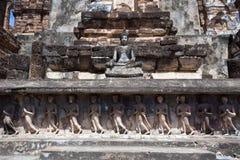 Sitzender Buddha in niedrigem Wat Mahathat Lizenzfreie Stockfotos