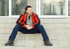 Sitzender Mann. Stockfotografie