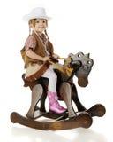 Sitzendes hübsches Cowgirl stockfotografie