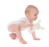 Sitzendes oder kriechendes glückliches Lächeln des Säuglingskinderbaby-Kleinkindes mit Lizenzfreie Stockfotografie
