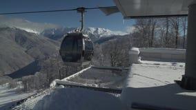 Sitzergondel des Kabinenaufzugs 8 tippen Rosa Khutor Alpine Resort Gesamtlängenvideo auf Lager ein stock video footage