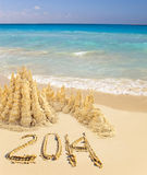Sitzung neuen Jahres 2014 auf einem tropischen Strand Stockfoto