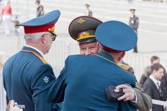 Sitzung von zwei alten Freunden der Generäle auf Feier am jährlichen Siegtag Stockfotografie