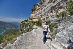 Siurana& x27; 卡塔龙尼亚的s峭壁在春天 库存照片