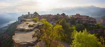 Siurana by i landskapet av Tarragona (Spanien) Arkivfoton
