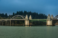 Siuslaw rzeki most od Florencja Marina Oregon Fotografia Royalty Free