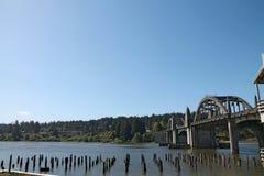 Siuslawbrug over wateren in Florence, Oregon Royalty-vrije Stock Afbeeldingen