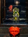 Sivalingum και nagraja στο pataleshwar ναό πετρών pune στοκ φωτογραφίες