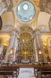 Siviglia - la chiesa barrocco di El Salvador (del Salvador di Iglesia) con l'altare principale (1770 - 1778) da Cayetano de Acost Immagine Stock