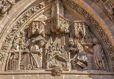Siviglia - la scena di natività sul Puerta San Miguel sulla cattedrale de Santa Maria de la Sede Immagine Stock