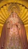 Siviglia - statua gridata di vergine Maria sull'altare principale in chiesa Iglesia de Santa Maria de Los Angeles Fotografie Stock Libere da Diritti