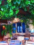 Sivota海湾的希腊小酒馆 免版税库存照片