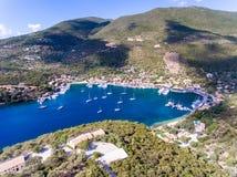 Sivota-Bucht auf Lefkas-Insel-Griechenland-Vogelperspektive Stockfotografie
