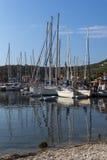 SIVOTA, LEUCADE, GRECIA 17 LUGLIO 2014: Vista panoramica del villaggio di Sivota, Leucade, Grecia Fotografia Stock