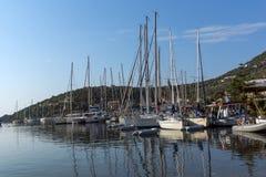 SIVOTA, LEUCADE, GRECIA 17 LUGLIO 2014: Vista panoramica del villaggio di Sivota, Leucade, Grecia Immagine Stock Libera da Diritti